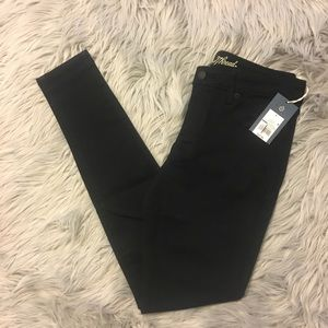 NWT UNIVERSAL THREAD LOW RISE JEGGINGS